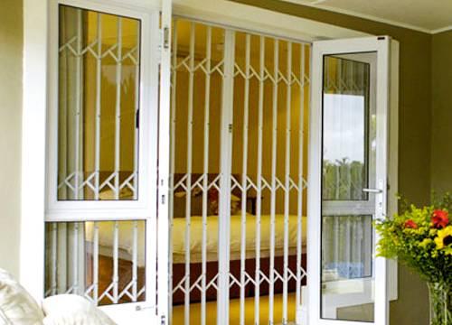 Cancello di sicurezza per appartamento in provincia di Asti