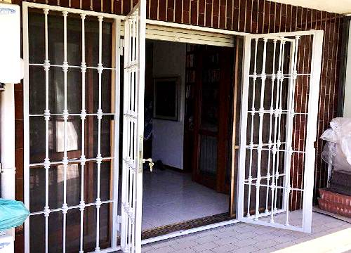 Cancello di sicurezza per appartamento in provincia di Biella