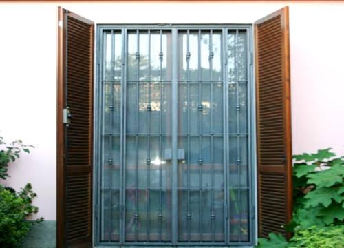 Cancello di sicurezza per appartamento in provincia di Brescia