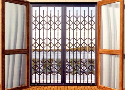 Cancello di sicurezza per appartamento in provincia di Como