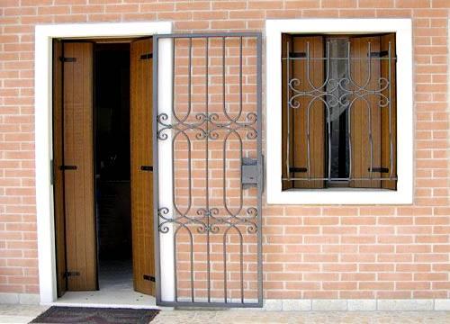Cancello di sicurezza per appartamento in provincia di Vercelli