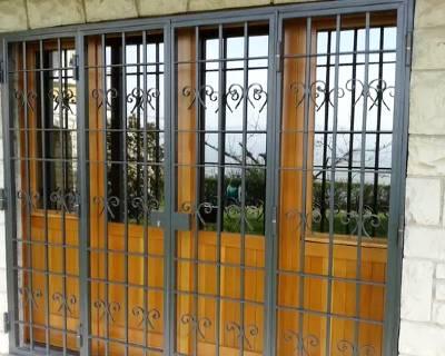 Installazione grate di sicurezza in una casa ad Asti