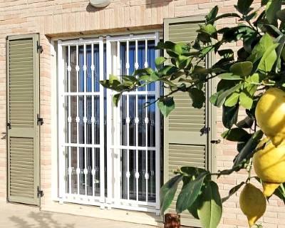 Installazione grate di sicurezza in una casa a Brescia