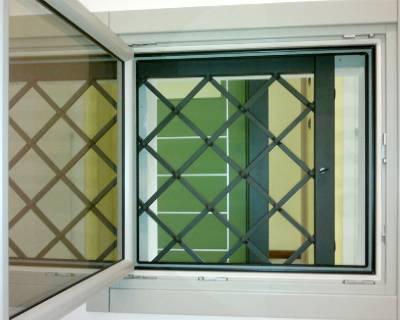 Installazione grate di sicurezza in una casa a Lodi