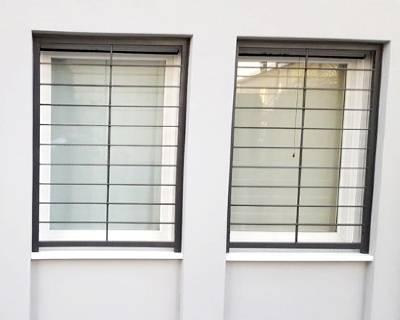 Installazione grate di sicurezza in una casa a Novara