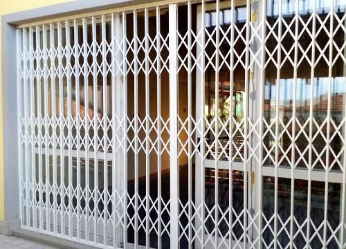 Foto grate di sicurezza scorrevoli   Lavoro realizzato a Lecco