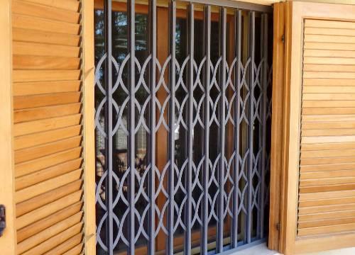 Foto grate di sicurezza scorrevoli   Lavoro realizzato a Sondrio